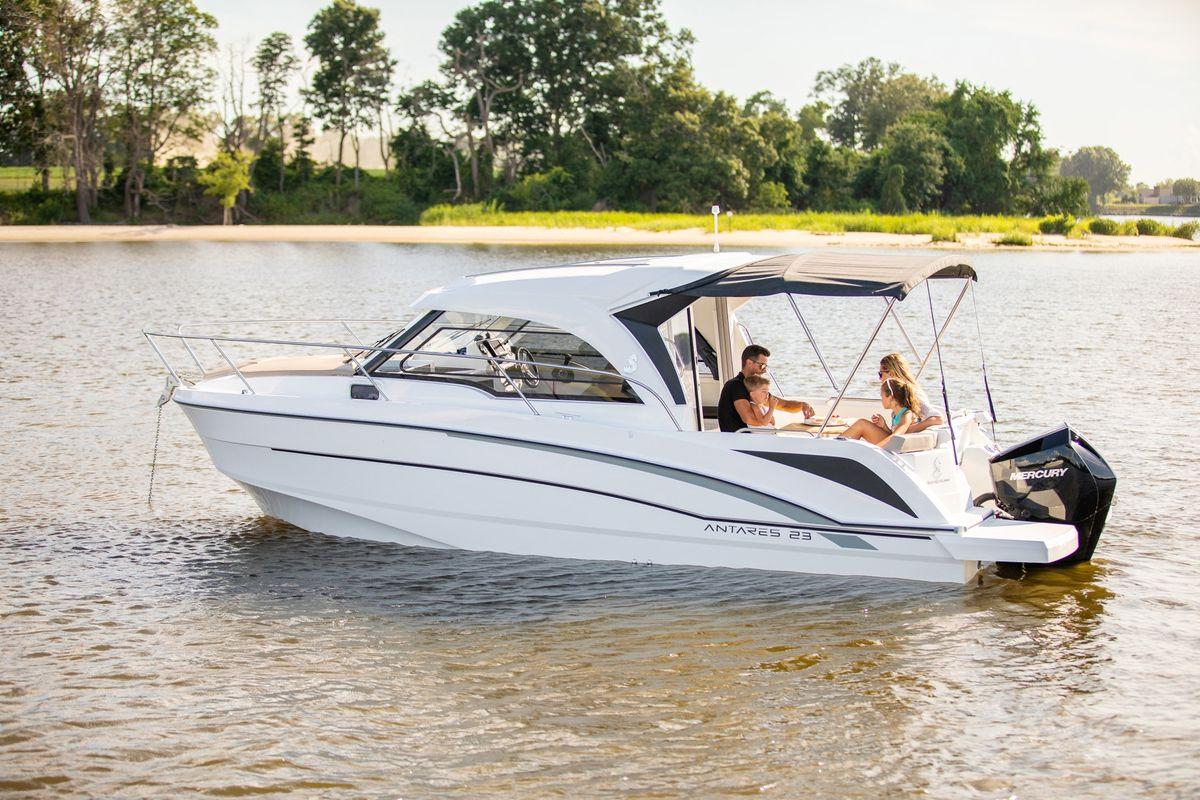beneteau power boats, antares 23, pilothouse boat, cruiser