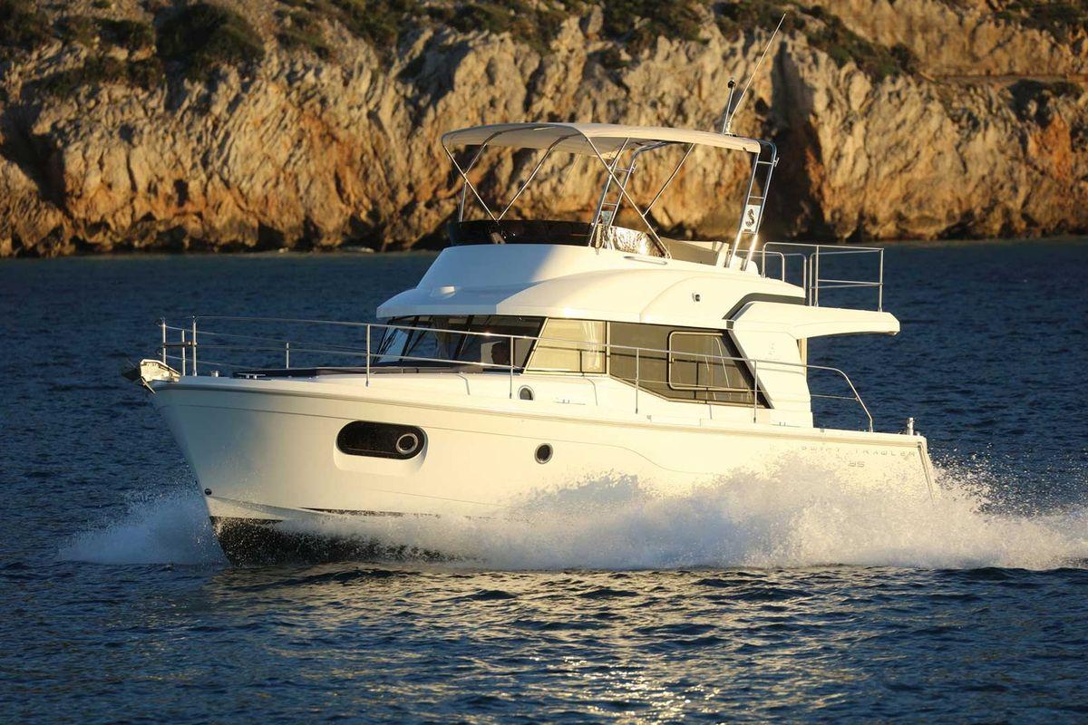 beneteau power boats, Swift Trawler 35, trawler, running shot